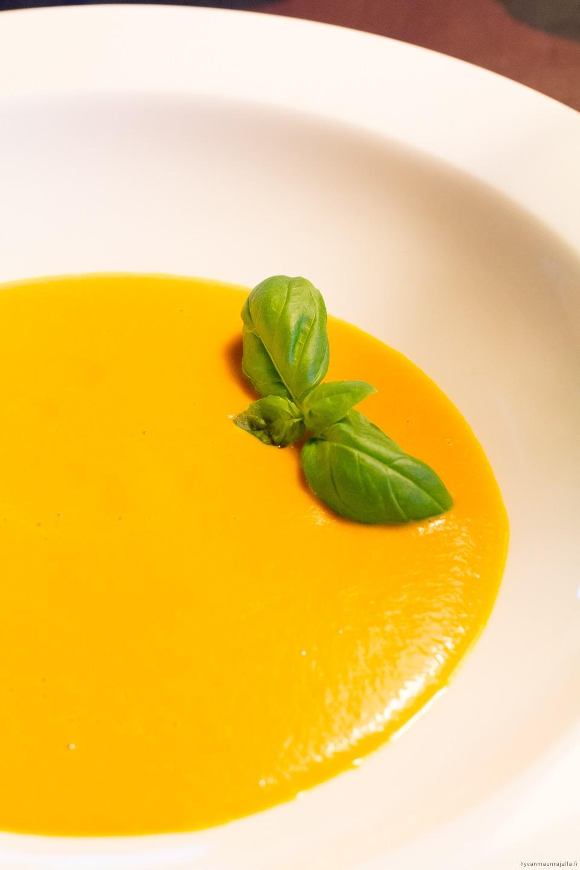 Karamellisoitu porkkanasosekeitto